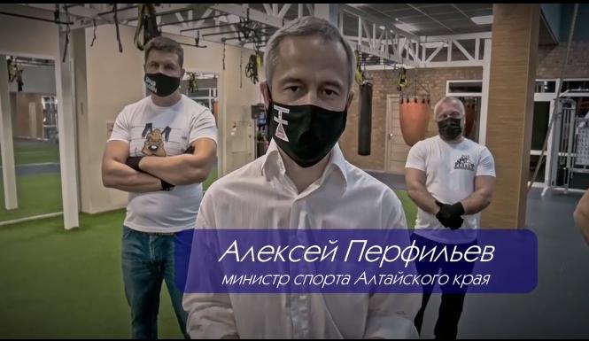 министр в маске